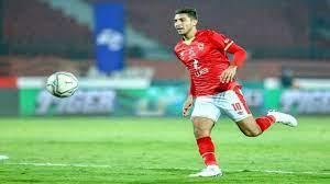 محمد شريف يخرج مصابًا من مباراة الأهلي والإسماعيلي