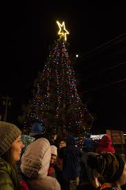 Marquette Christmas Lights 2017 Catch The Christmas Tree Lighting Ceremony Marquette 6