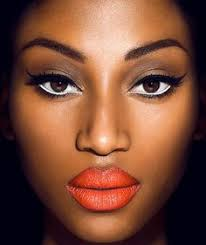 orange lips dark skin makeup estilo de maquillaje para piel oscura