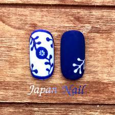 ネイルデザイン陶器風ネイルは紺と白で夏にも合うデザイン