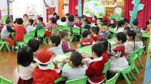 Anh Nhện Đỏ Đưa Bé Bún Đi Học và Liên Hoan Giáng Sinh Cùng Các Bạn – Trường  Mầm Non Hoa Sữa - YouTube