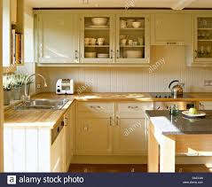 Top 74 Awesome Country Kitchen Cream Style Kitchens Shaker Cabinet L
