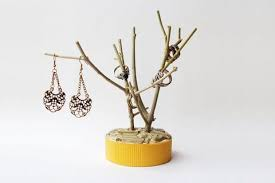 bring the nature intro your home with this easy jewellery holder made with recycled items