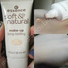 review Εssence soft and natural long lasting foundation 02 sand beige first impression essence