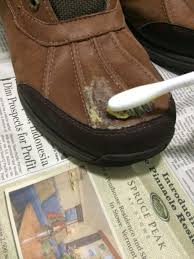using beeswax to waterproof leather shoes