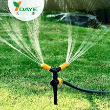 diy sprinkler system lef dye grden lwn griculturl irrigtion above ground repair pvc