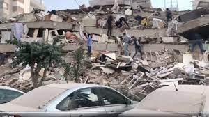 สุดระทึก แผ่นดินไหวรุนแรง 7.0 เขย่าตุรกี กรีซ อาคารบ้านเรือนพังยับ (คลิป)