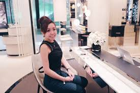chanel beauty lounge sharon a chia the beauty advisor prepped my face and lips moisturizer and the mist smells so heavenly as i ve done my eye makeup the lady helped me to put