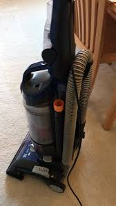 i have mixed feelings about this vacuum i wouldn t call it lightweight more like average it picks up dirt and pet hair very well
