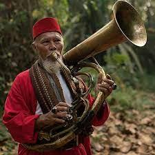 Kalau diperhatikan alat musik betawi baik dari segi bentuk maupun namanya mendapat pengaruh yang kuat dari sejumlah etnis di antaranya tionghoa, arab, india, sunda, dan beragam etnis. Alat Musik Tradisional Betawi Greatnesia