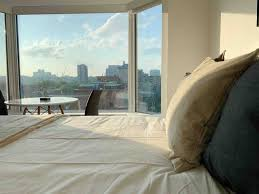 <b>Chic</b> Bachelor in Yorkville with <b>180</b>-Degree Views - Apartments for ...