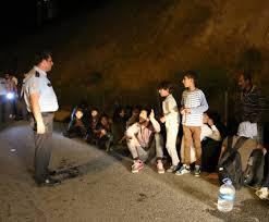 İzmir'de kamyonetten 47 kaçak göçmen çıktı