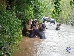 น้ำป่าไหลท่วมถนนเส้นทาง แก่งกระจาน-โป่งลึกบางกลอย จ.เพชรบุรี -  อาสาไทยยืนยัน เว็บสารคดีข่าวเชิงลึกและไลฟ์สไตล์