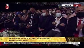 Altın Portakal'a damga vuran an: Nihal Yalçın siyasi mesaja dönüştürdü, Tamer  Karadağlı araya girdi - Video 7