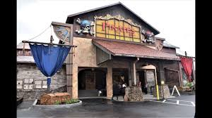 pirates voyage dinner show in pigeon forge celebrates grand opening with dolly parton