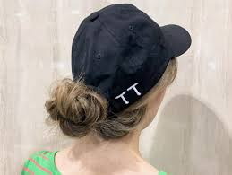 脱いでも崩れない夏の帽子に似合うゆるふわアレンジ10選 Locari