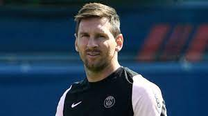 Lionel Messi poised for PSG debut ...