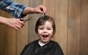 年齢別男の子の髪型ヘアカタログ 切り方やアレンジ方法も