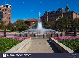 Purdue University Campus Loeb Fountain Purdue University Campus With Beering Hall Left Stock