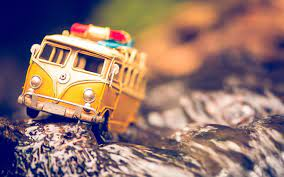 Yellow die-cat bus toy, toys ...