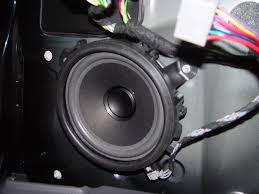 why does volvo use twisted pair wiring for speaker wires 216 119 100 190 sharedpics doorspeaker jpg