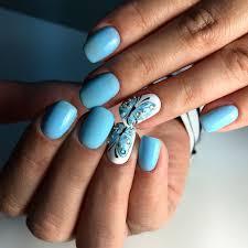青い色調のマニキュアのベストアイデア