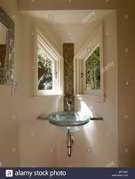 Modernes Badezimmer Detail Glas Waschbecken In Der Ecke Set