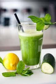 De 10 meest gezonde toevoegingen voor in je groene smoothie