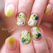 Mieko Hiramatsuさんのネイルデザイン さわやかグリーンエアブラシア