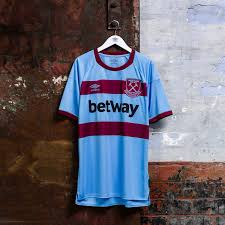 Legendary players as paolo di canio, frank lampard, michael carrick are here. Classic Football Shirts On Twitter The New West Ham Away Shirt Is Inspired By The Kit From The 1960s And Here It Is A Match Worn Bobby Moore Shirt One Of The