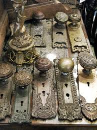 Decorating vintage door knob pictures : We are taking an afternoon walk along Lincoln St and spot a cute ...