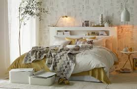 Smart And Sophisticated Bedroom Decorated With White And Gold - Home ...