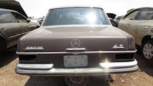 Im bild ein fahrzeug aus dem jahr 1972. Junkyard Gem 1972 Mercedes Benz 280 Se 4 5 Autoblog