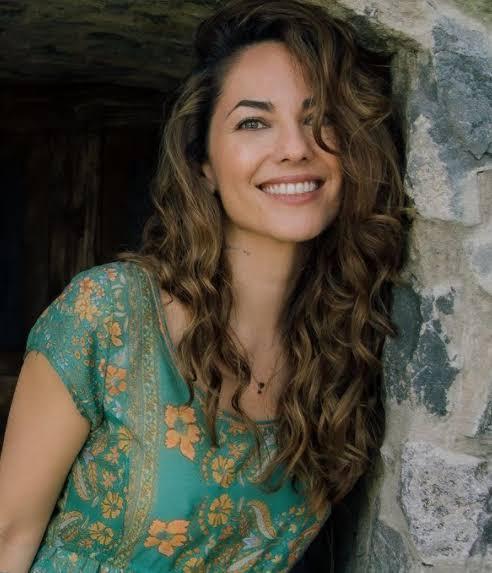 Qual vocês acham que a mulher mais bonita do mundo ? - Página 2 Images?q=tbn:ANd9GcTTYu-ACjYGo5FEcPQwbEzIS2cCrxlpHWfnJA&usqp=CAU