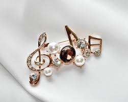 <b>Брошь с фианитами и</b> жемчугом BR-0001 ⋆ 790 р.⋆ Jewel Classic