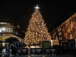 this lower manhattan waterfront district celebrates the holidays with an outdoor holiday market an on site santa and a 60 foot high evergreen festooned in