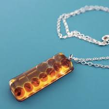 the easiest way to make resin jewelry