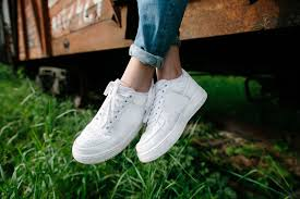 how to clean white shoes best way to clean white converse or canvas vans with baking soda