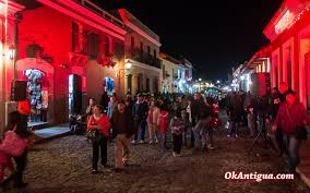 Christmas in Antigua Guatemala: A Night at Calle del Arco ...