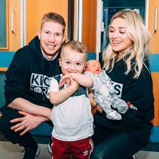 Teamed up with santa @david_alaba to surprise the kids in berlin, munich and vienna merry xmas to all of you and we. Classy Man City Star Kevin De Bruyne And Wife Michele Surprise Kids In Hospital With Christmas Presents