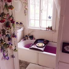 bathroom accessories johnbarrowmans nope don t think its hers but i purple bathroom rugs