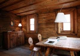 Case Di Montagna Interno : Ristrutturare casa in montagna riscaldamento materiali naturali