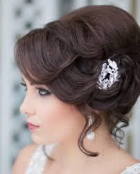 Для легкого очарования, попробуйте гладкие волны или кудри для коротких волос. Vechernie Pricheski Na Dlinnye Volosy Pricheskifoto Su
