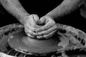 フリー写真 ろくろを回す陶芸家の手でアハ体験 Gahag 著作権フリー