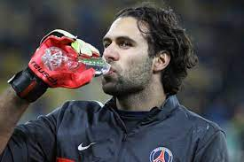Paris Saint-Germain: Salvatore Sirigu sagt England-Klub ab