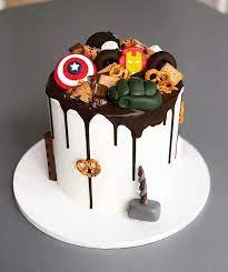 Marvel comic cake includes captian america spidermad the hulk and wolverine scratching threw the marvel cake. Avengers Birthday Cake Ideas Popsugar Family