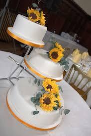 Unstacked Wedding Cake Ideas Wedding Cake Ideas In 2019 Types Of