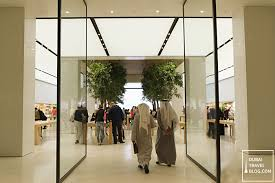 20 photos of the apple in mall of