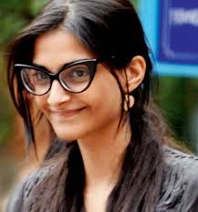 on the last we have the name of sonam kapoor she is on the 5th spot as being one of the well known actresses without makeup she is the daughter of famous