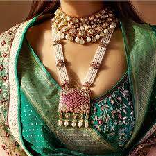Amazing ideas indian bridal jewellery designs Bridal Makeup 22 Exquisite Jewellery Combinations For Indian Brides Bridal Necklace Ideas Shaadisaga 22 Exquisite Jewellery Combinations For Indian Brides Bridal